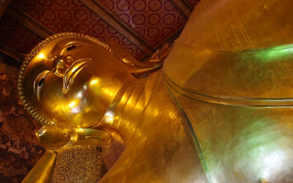 Things-to-do-in-Bangkok-Wat-Pho-Temple-of-the-Recling-Buddha